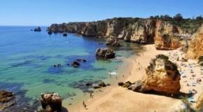 A praia Dona Ana, em Lagos (Algarve), eleita a Melhor Praia Portuguesa