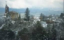 Manto de neve cobre a Penha