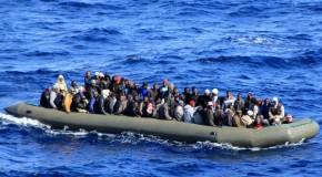 Barco naufraga ao largo da Sicília