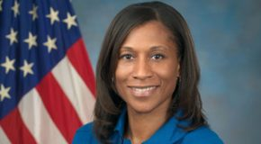 NASA envia pela primeira vez para Estação Espacial Internacional astronauta afro-americana